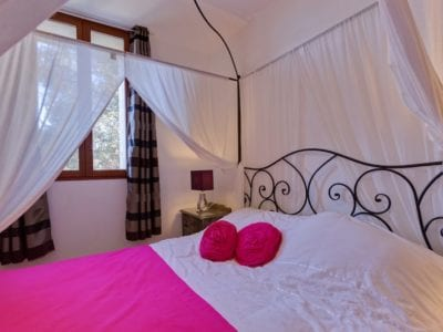 Flamant Rose Bedroom 1